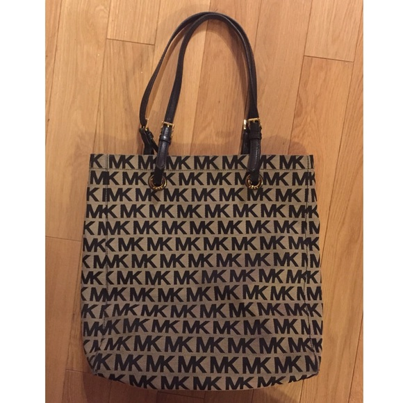 Michael Kors Handbags - Michael Kors Signature Tote